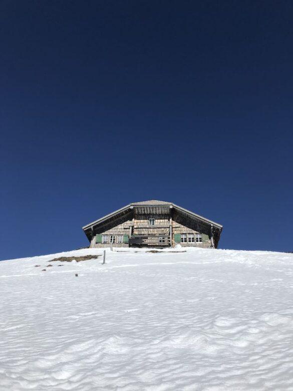 Einsame Berghütte bei Adelboden