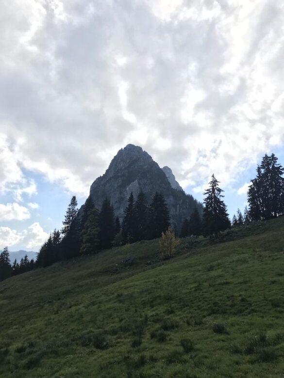 Der Grosse Mythen mit seinen schroffen Felswänden