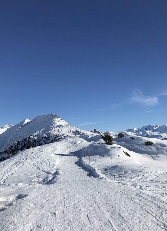 Winterwanderweg oberhalb Aletschgletscher