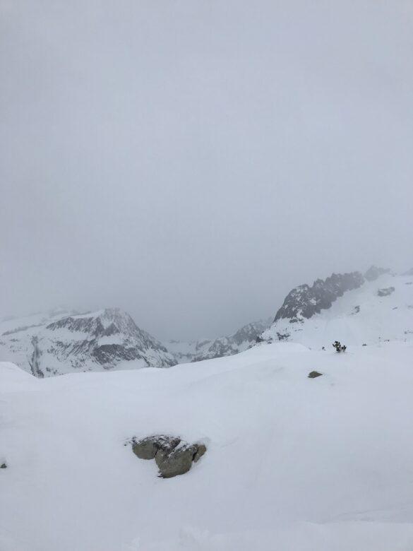 Wolkenverhangene Aussicht zum Aletschgletscher