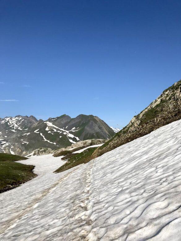 Schneefeld beim Cornopass
