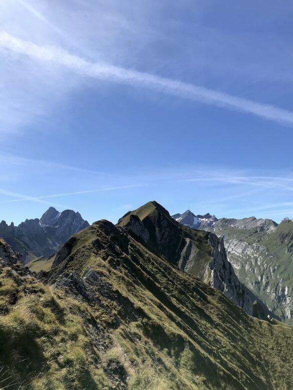Alpiner Wanderweg auf der Marwees