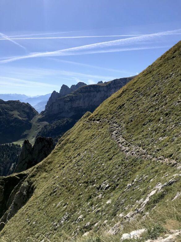 Alpiner Wanderweg mit Saxerlücke