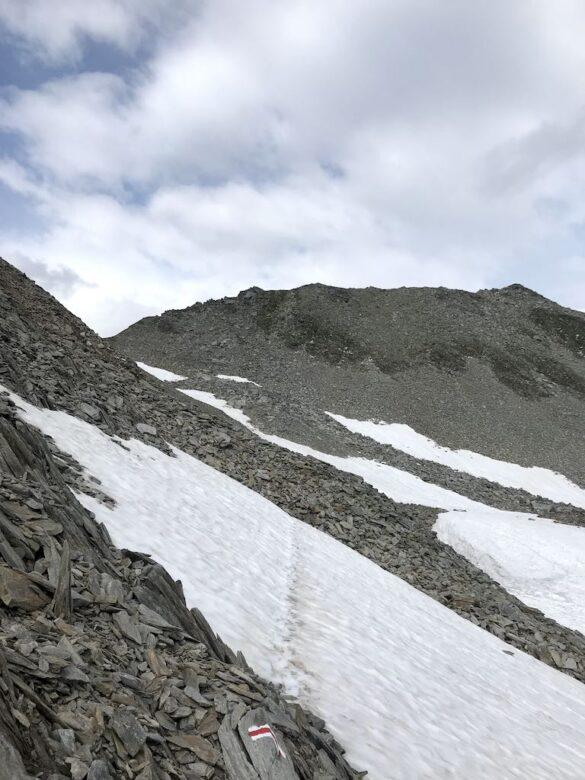 Schneefeld vor Sellapass