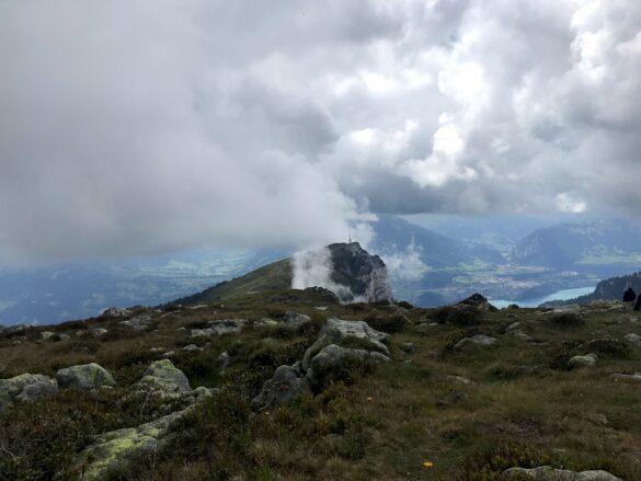 Niederhorn in Wolken