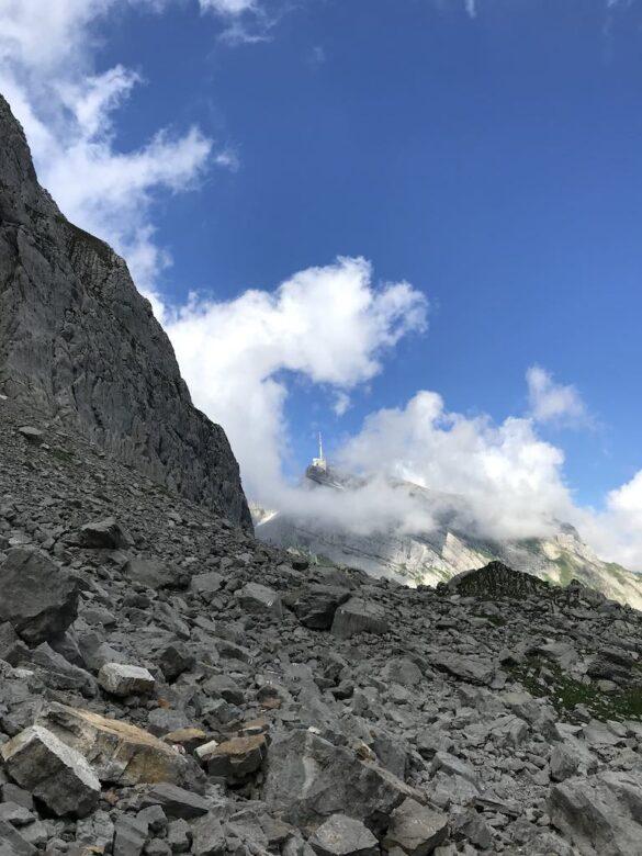 Säntis in Wolken von unterhalb Silberplatten