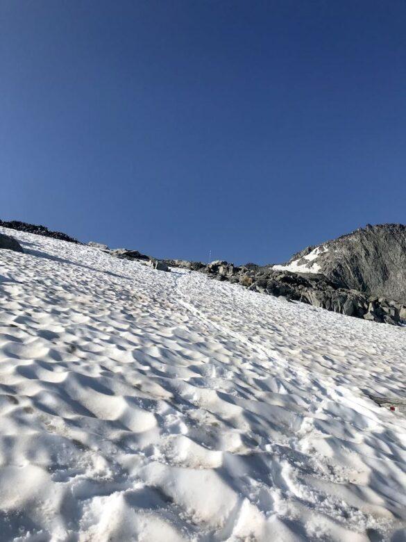Schneefeld vor Hüenderstock