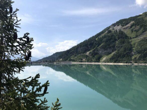 Staumauer Lac de Tseuzier mit Spiegelung