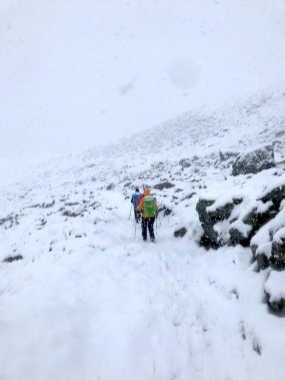 Abstieg vom Scalettapass im Schnee