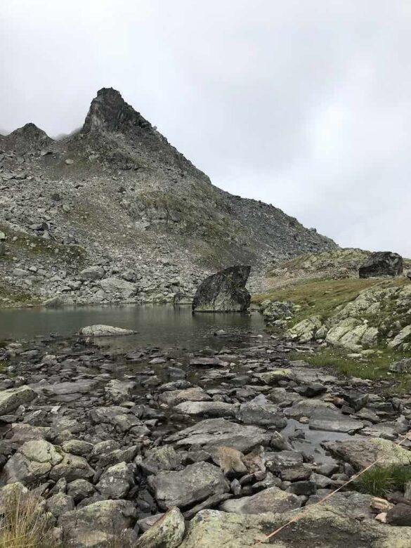 Bergsee mit Haifischflosse Grialetschhütte