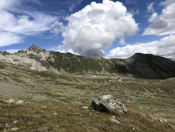 Bergwelt mit Es-cha-Hütte