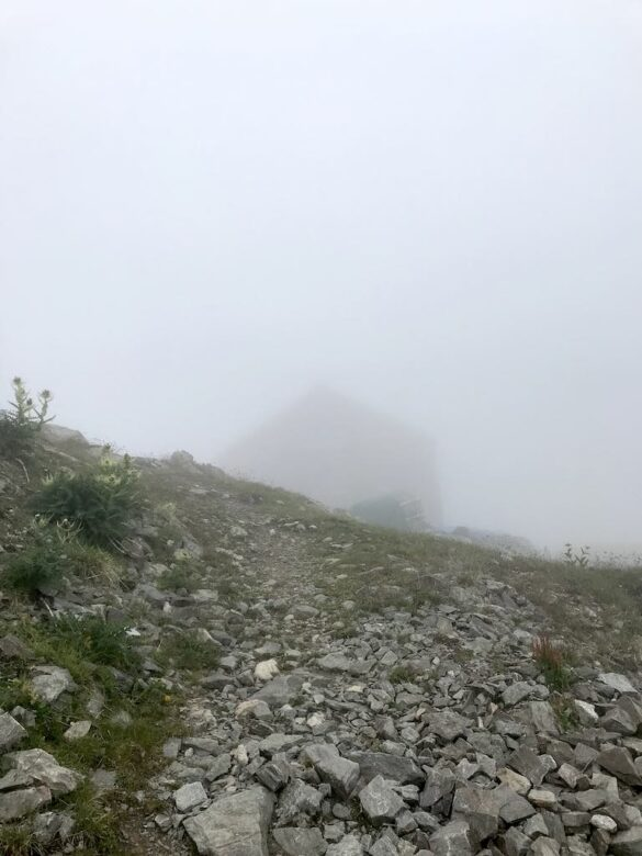 Keschhütte im Nebel