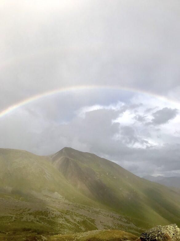 Regenbogen bei der Hütte Es-cha