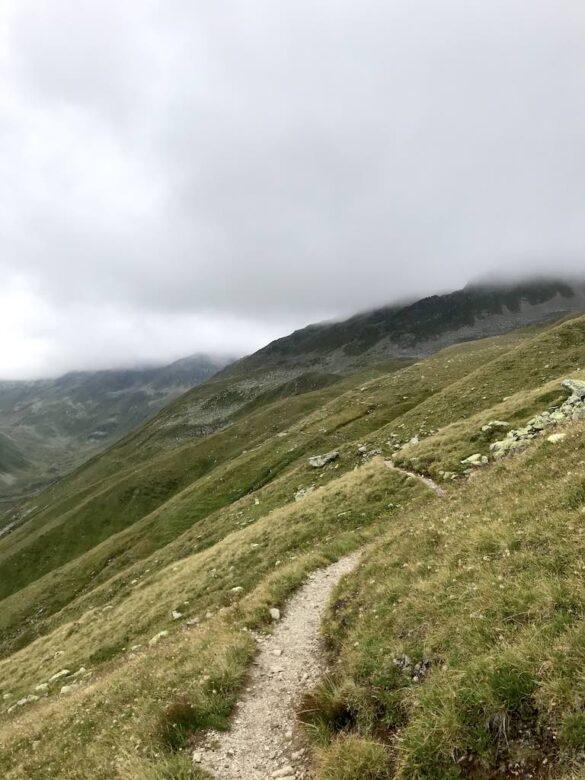 Wanderweg im Val Funtauna
