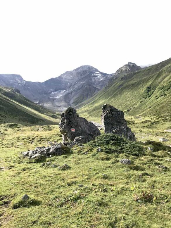 Wanderweg im Val Plazbi