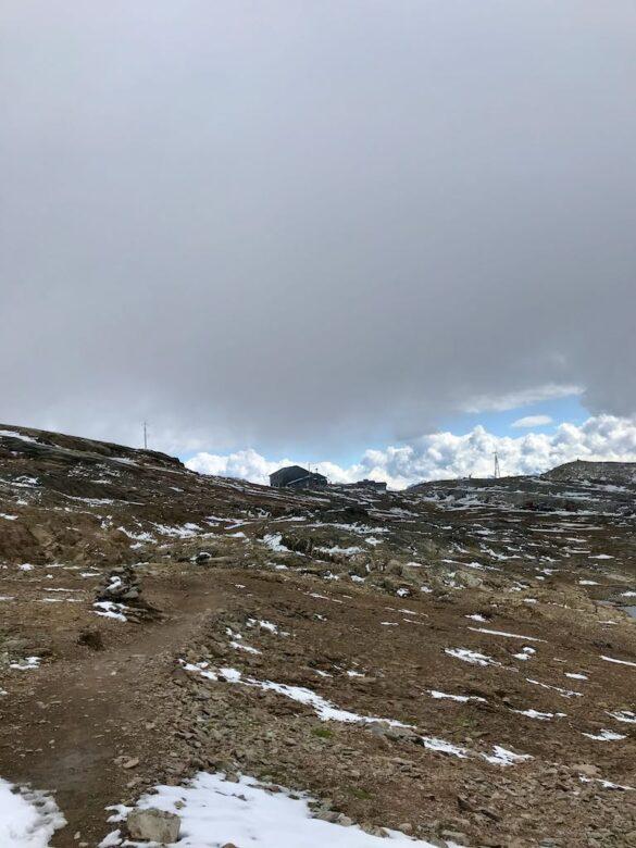 Der Lötschenpass mit der Hütte