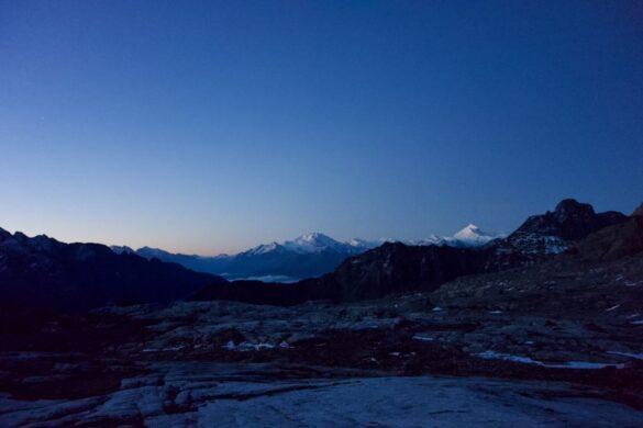 Die Walliser Alpen im Morgenlicht